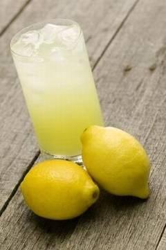 Disperata sa slabesti? Incearca dieta cu limonada, insa pe riscul tau!