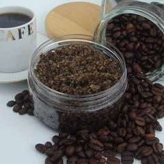 Ai grija de pielea ta cu o masca exfolianta din cafea facuta acasa